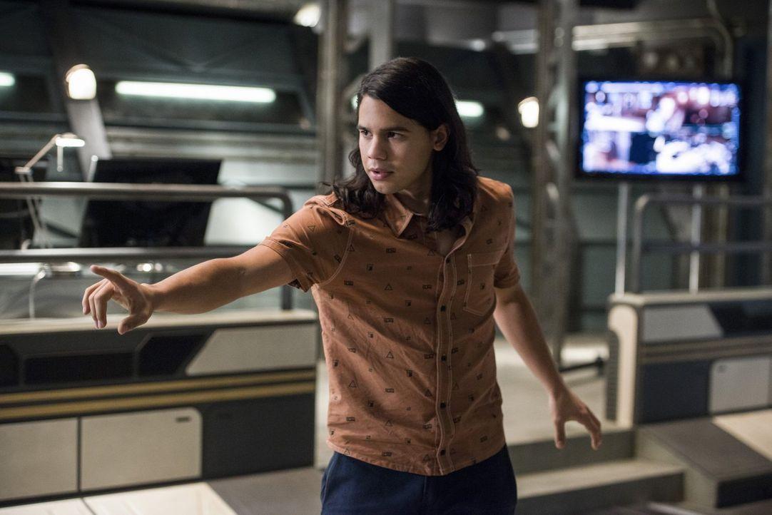Cisco (Carlos Valdes) ist sofort begeistert von der Sammlerin von Erde 19, vor allem, als er erkennt, wie gut sie ihre Kräfte einsetzen kann. Doch d... - Bildquelle: 2016 Warner Bros.