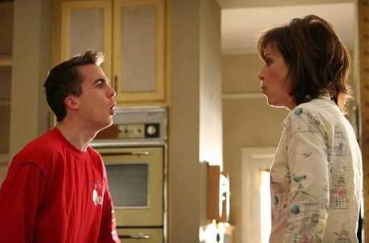 Malcolm mittendrin - Lois (Jane Kaczmarek, r.) hat das Pfeiffische Drüsenfieb...