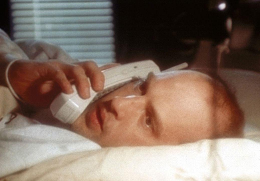 Dr. Greene (Anthony Edwards) kommt nicht zur Ruhe: Nach drei Nachtschichten beordert ihn Dr. Weaver erneut zum nächtlichen Dienst. - Bildquelle: TM+  WARNER BROS.