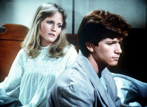 Die Waltons - Ben (Eric Scott, r.) spricht mit Cindy (Leslie Winston, l.) dar...