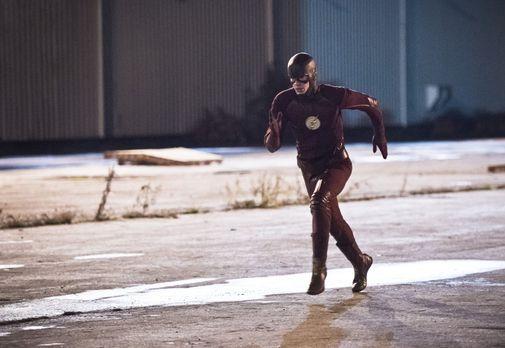 The Flash - Ein Metahuman, der sich in flüssiges Asphalt verwandeln kann, häl...