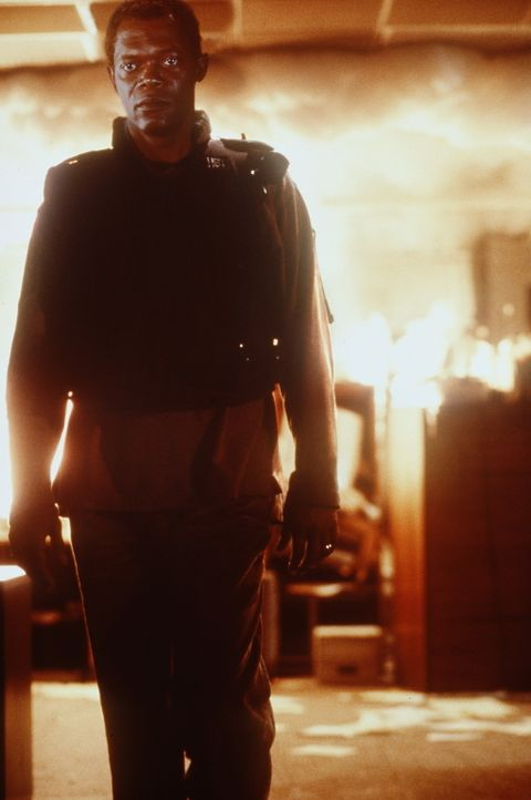 Weil sein Partner Nathan erschossen wurde, steckt Danny (Samuel L. Jackson) in einer auswegslosen Situation ... - Bildquelle: TM+  Warner Bros.