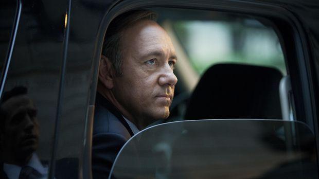 Zwischen Underwood (Kevin Spacey) und seinem Gegenspieler Marty Spinella komm...