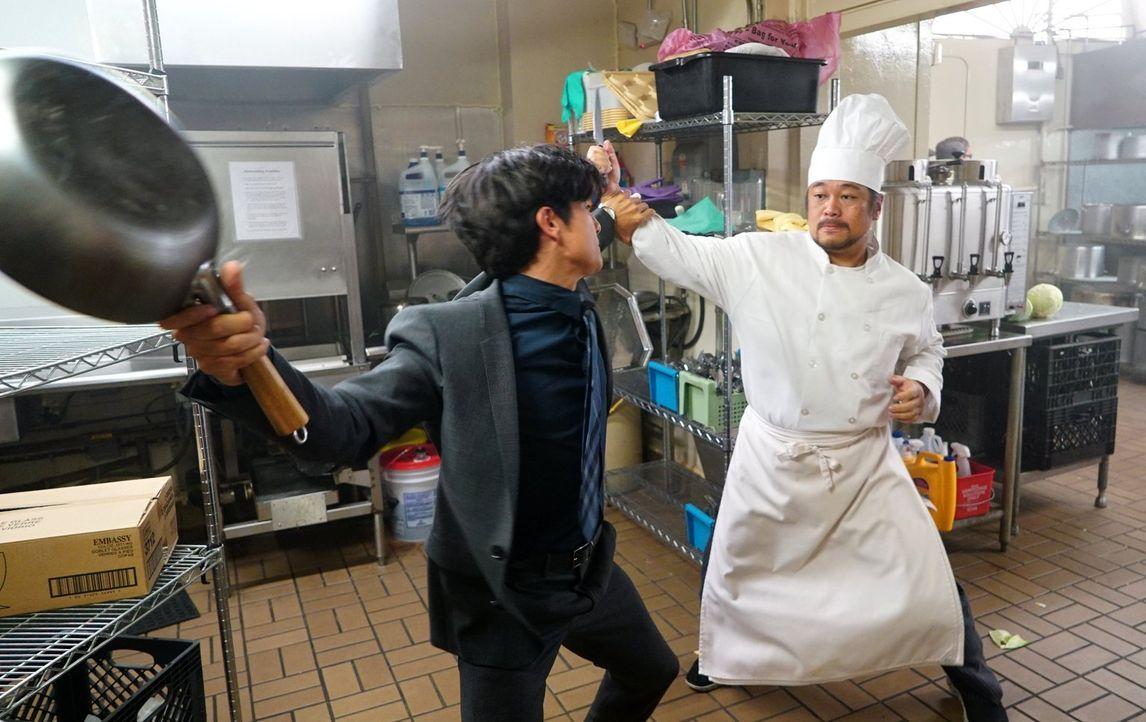 Mit Lee (Jon Foo, l.) ist nicht zu spaßen. Bei den Ermittlungen gibt er alles, um die Täter zu fassen ... - Bildquelle: Warner Brothers