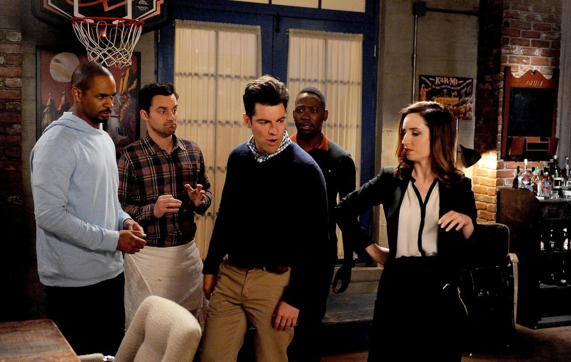 Schmidts (Max Greenfield, M.) neue Freundin Fawn (Zoe Lister Jones, r.) kommt das erste Mal zu Besuch und die Jungs Coach (Damon Wayans Jr., l.), Ni... - Bildquelle: 2015 Twentieth Century Fox Film Corporation. All rights reserved.
