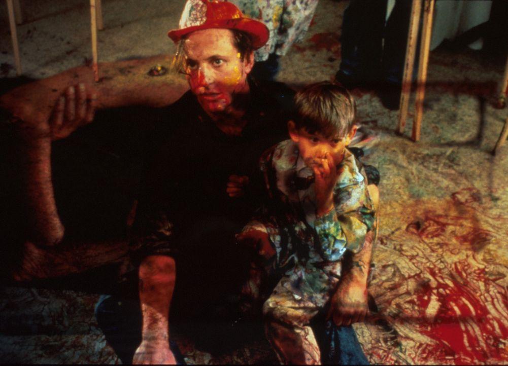 Lehrer und Hobby-Maler Joe (Eric Schaeffer, l.) liebt Kinder, und sie lieben ihn. Aber wo ist die Frau, die mit ihm eine Familie gründen möchte? - Bildquelle: 1996 TriStar Pictures, Inc. All Rights Reserved.