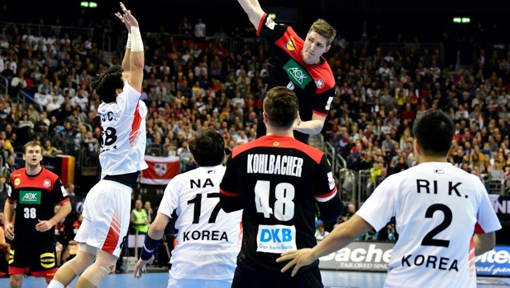 Die deutschen Handballer gewinnen zum Auftakt in Berlin - Bildquelle: AFPAFPTobias SCHWARZ