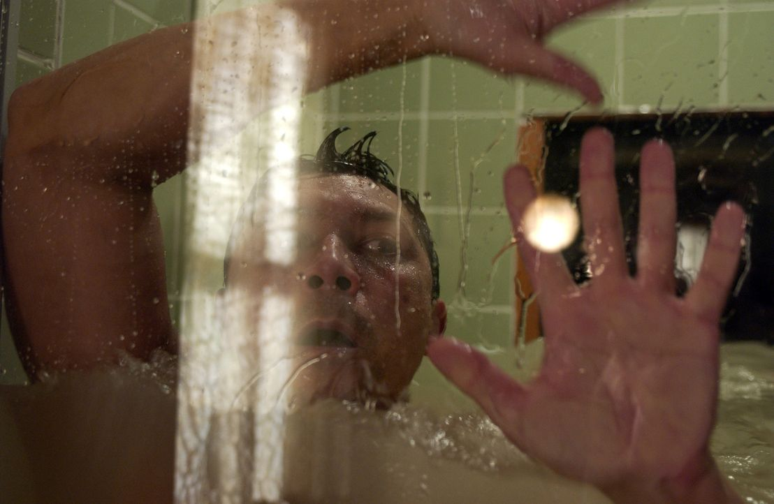 Wird von den Geistern der Vergangenheit geplagt: Meeno (Lou Diamond Phillips) ... - Bildquelle: The Sci-Fi Channel