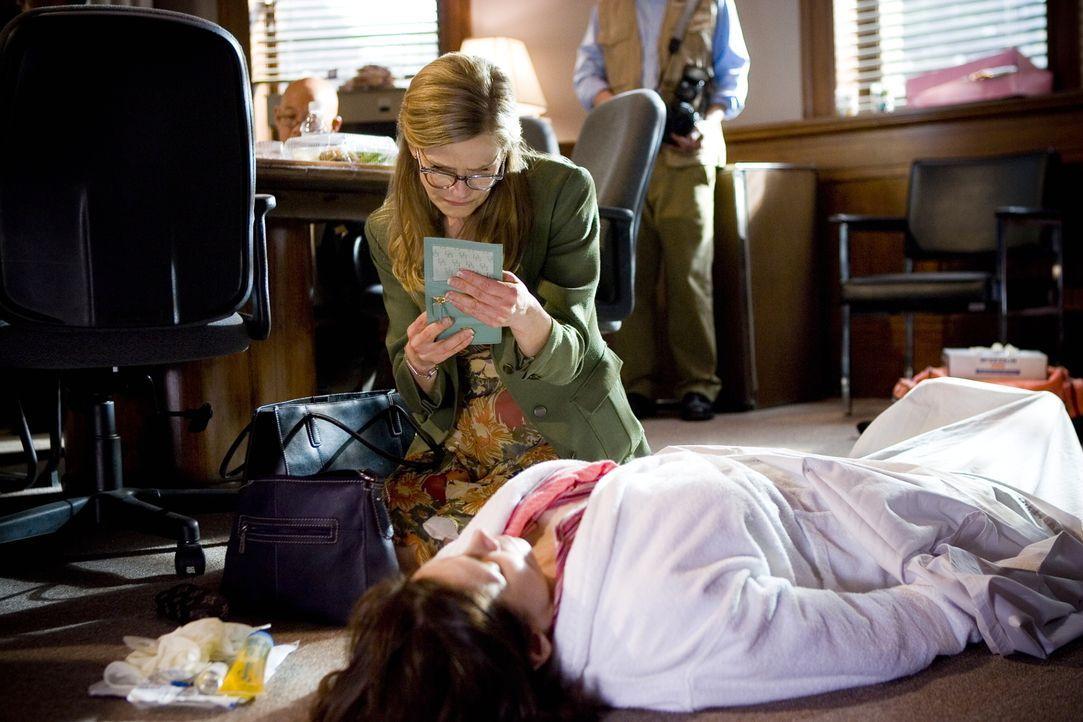 Während Brenda (Kyra Sedgwick) in einem neuen Fall ermittelt, kündigt ihre Mutter ihren Besuch an ... - Bildquelle: Warner Brothers