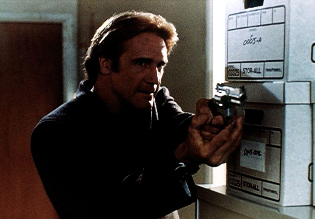 Steve (Barry Van Dyke) hat die Mörderin gestellt, muss sie aber äußerst vorsichtig entwaffnen, da sie eine exzellente Schützin ist. - Bildquelle: Viacom