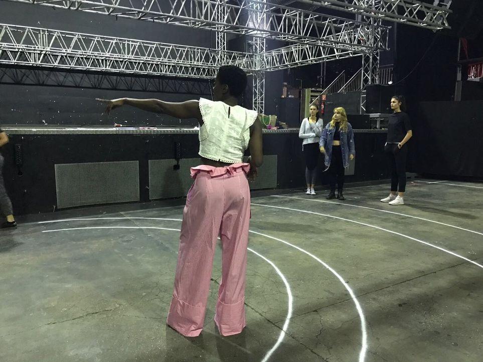 Backstage_Tag1_8
