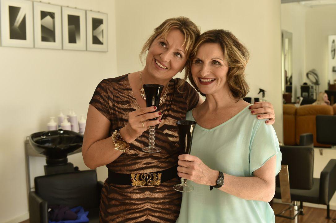 Wieder Freundinnen: Felicitas (Claudia Lietz, l.) und Sylvia (Eva Mannschott, r.) ... - Bildquelle: Claudius Pflug SAT.1