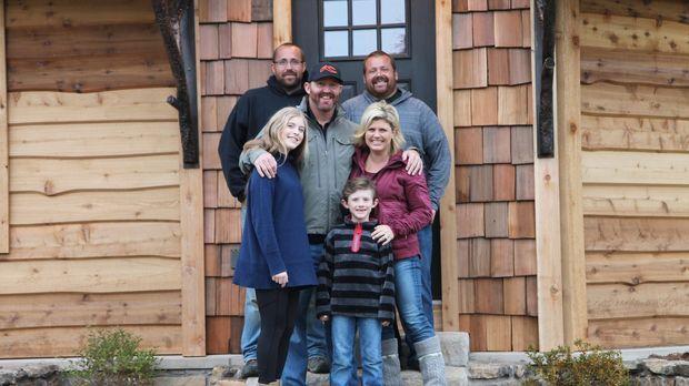 Die Familie Thome (vorne) ist überglücklich, dass die Herman-Brüder Nate (hin...