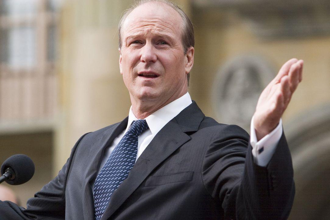 Kaum ergreift US-Präsident Ashton (William Hurt) das Wort, um eine flammende Rede gegen Krieg und Terror zu halten, da fallen auch schon erste Sch - Bildquelle: 2008 Columbia Pictures Industries, Inc. and GH Three LLC. All Rights Reserved.