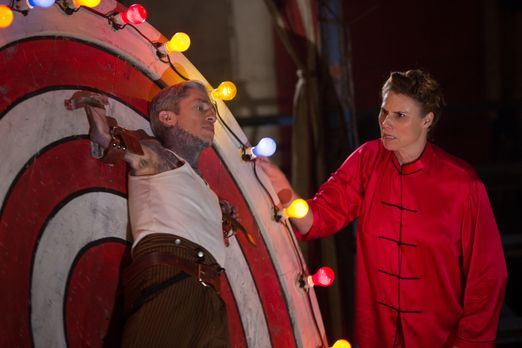 American Horror Story - Paul (Mat Fraser, l.) und Eve (Erika Ervin, r.) werde...