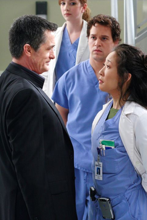 Das Rennen um die Position des Chefarztes geht in eine neue Runde, als Cristina (Sandra Oh, r.) plötzlich Besuch von einem Liebhaber aus alten Stud... - Bildquelle: Touchstone Television