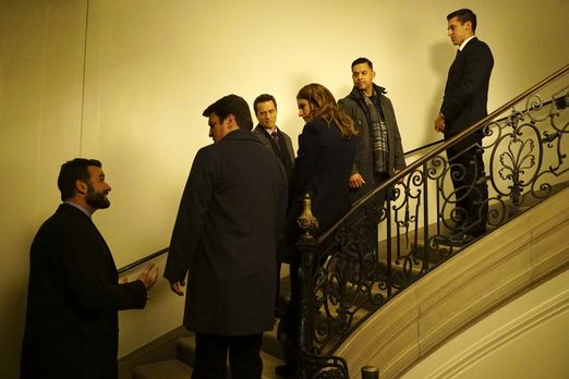 Das Team um Castle (Nathan Fillion, 2.vl.), Beckett (Stana Katic, 3.v.r), Rya...