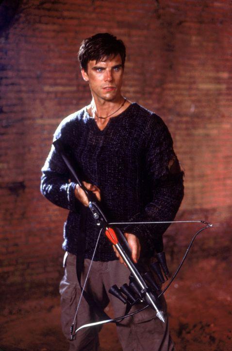 Als seine Freundin von entfesselten Vampiren entführt wird, kennt Connor (Colin Egglesfield) kein Pardon mehr und schlägt gnadenlos zurück ... - Bildquelle: 2002 Global Entertainment Productions GmbH & Co. Movie KG. All Rights Reserved.
