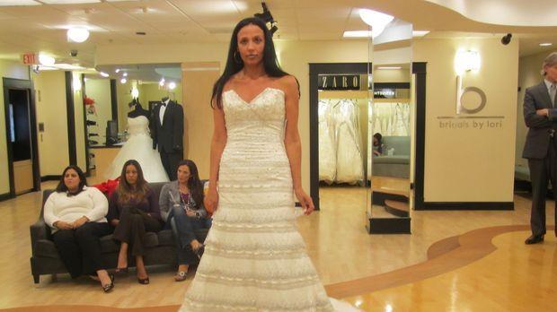 Maranda feiert die ungewöhnlichste Hochzeit, von dem das Personal im Brautlad...