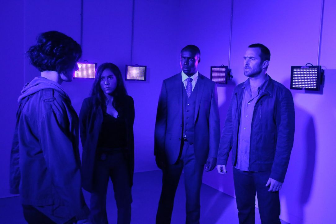 Eine neue geheime Nachricht auf Janes (Jaimie Alexander, l.) Körper, führt Tasha Zapata (Audrey Esparza, 2.v.l.), Edgar Reed (Rob Brown, 2.v.r.) und... - Bildquelle: Warner Brothers