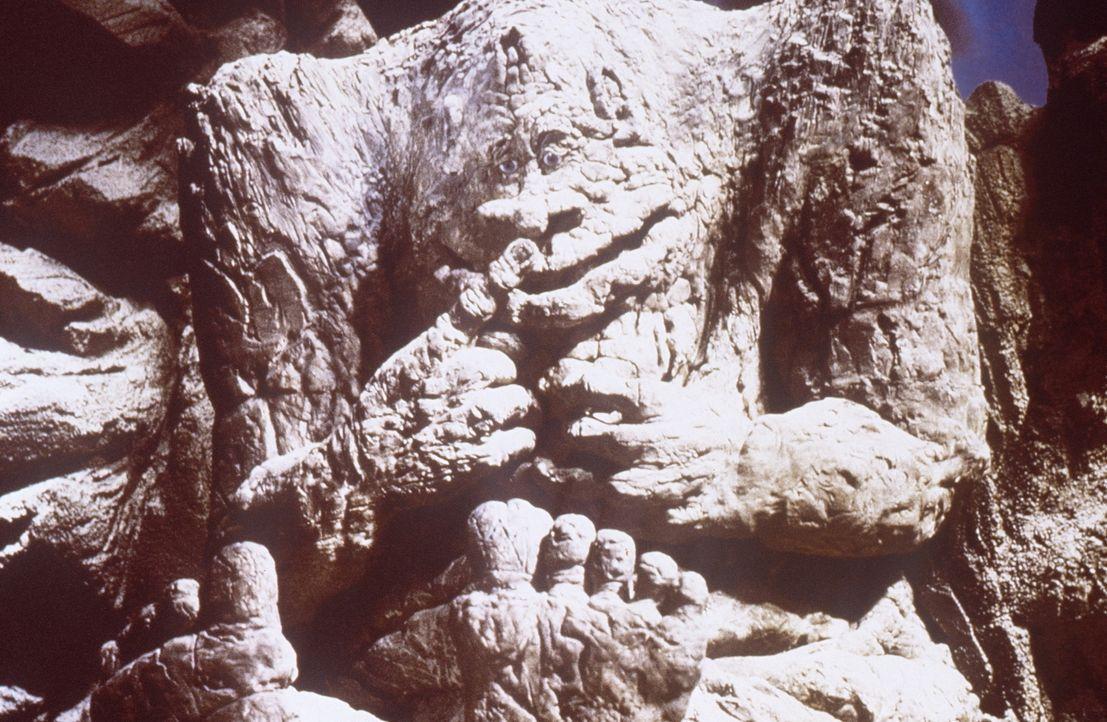 Der Felsenbeißer macht sich große Sorgen um seinen Nachwuchs, dessen hungriges Maul nicht mehr gestopft werden kann, denn die Steine sind hohl ... - Bildquelle: Warner Bros.