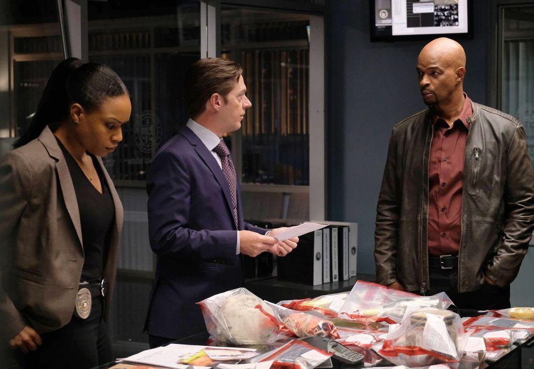 Mehrere Verbrechen passierten. Murtaugh (Damon Wayans, M.), Captain Avery (Kevin Rahm, l.) und Sonya (Michelle Mitchenor, r.) ermitteln, um den Täte... - Bildquelle: 2016 Warner Brothers