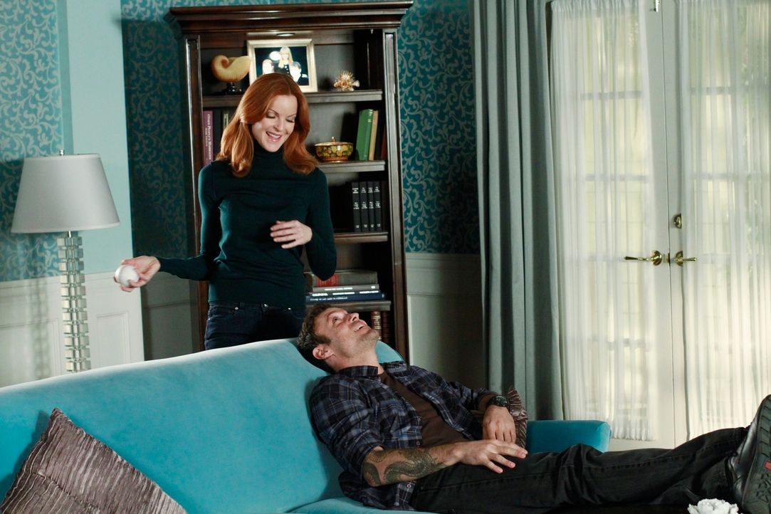 Gabrielle und Carlos besuchen Gabys Heimatstadt und müssen erkennen, dass Gaby dort einen gewaltigen Eindruck hinterlassen hat, während Keith (Brian... - Bildquelle: ABC Studios