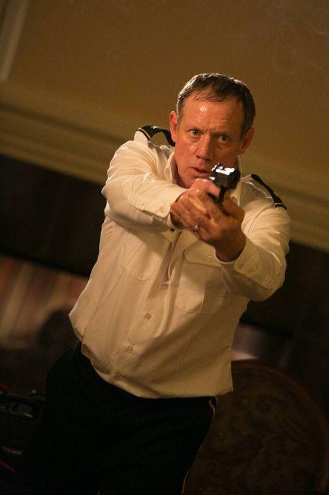 Kann er Francis Gibson und seiner Rache lebend entkommen? General Osborne (Frederic Lehne) ... - Bildquelle: 2013-2014 NBC Universal Media, LLC. All rights reserved.