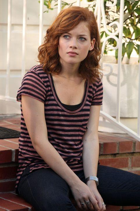 Kann sich mit ihrem neuen Leben noch nicht ganz anfreunden: Tessa (Jane Levy) ... - Bildquelle: Warner Bros. Television