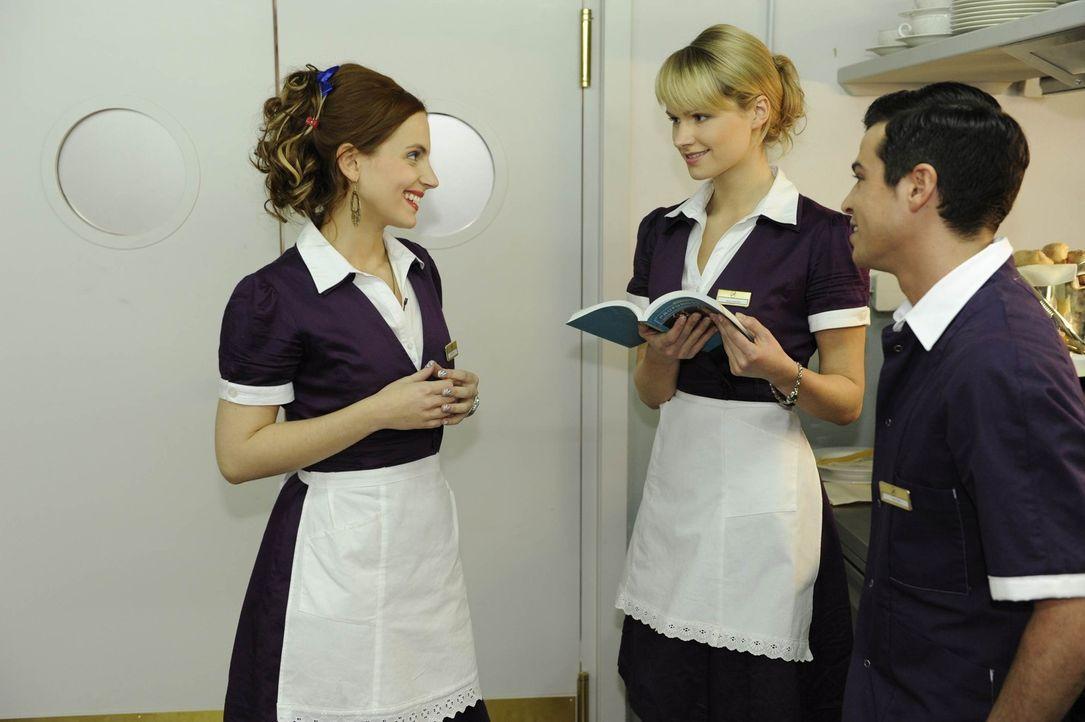 Manu (Marie Zielcke, l.) und Bilge (Olgu Caglar, r.) ist erleichtert, als sie durch Jessica (Isabell Ege, M.) den Beweis erhalten, dass Kadmium nich... - Bildquelle: SAT.1