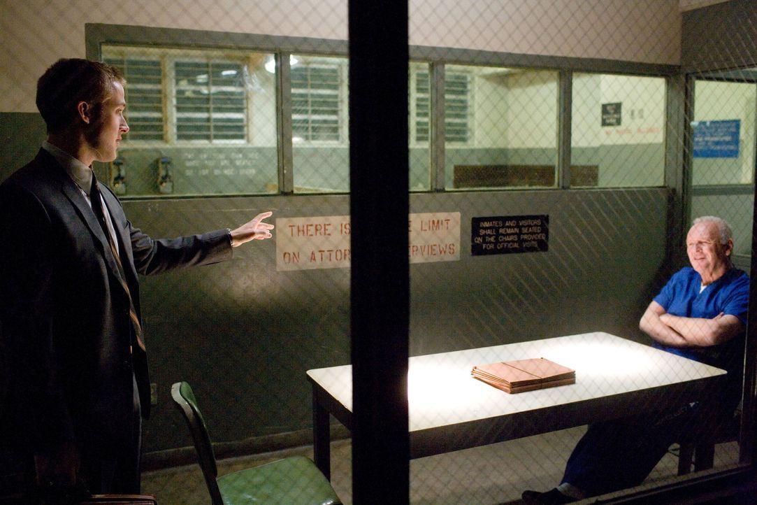 Der ehrgeizige Staatsanwalt Willy Beachum (Ryan Gosling, l.) steht kurz vor dem beruflichen Aufstieg und muss lediglich seinen letzten Fall, der rei... - Bildquelle: Warner Brothers
