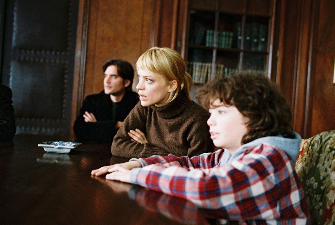 Hat sich alles gelohnt? Eva (Heike Makatsch, M.), Alex (Patrick Rapold, l.) und Jonathan (Thaddäus Reich, r.) sitzen gespannt vor dem Notar - und e... - Bildquelle: Sat.1