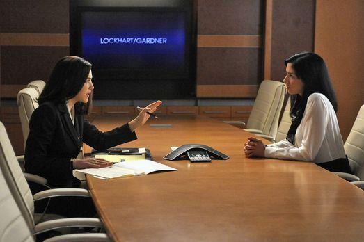 Good Wife - Alicia Florrick (Julianna Margulies, l.) will Stephanie Engler (S...