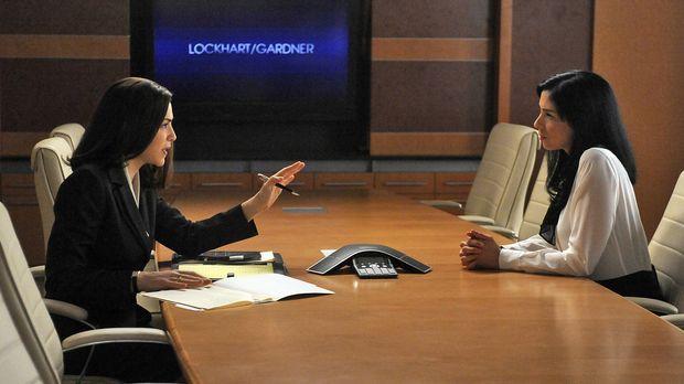 Alicia Florrick (Julianna Margulies, l.) will Stephanie Engler (Sarah Silverm...