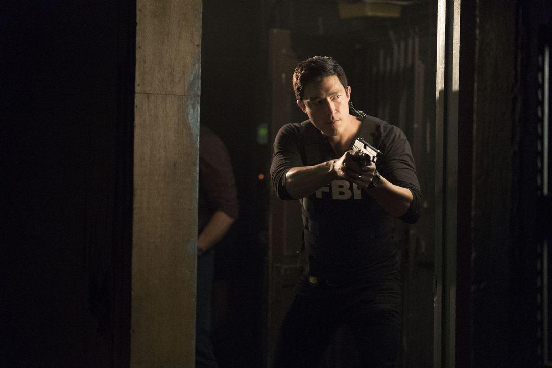 Die Funkortung führt das BAU Team in das Hauptquartier des Hackers Mr. Scratch. Matt (Daniel Henney) ist ihm dicht auf den Fersen, als sich das Entf... - Bildquelle: Sonja Flemming ABC Studios