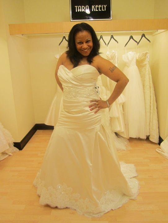 Tara ist die zweite Braut, die sich zeitlebens als hässliches Entlein gefühlt hat. In Loris Brautladen will sie sich nun in einen schönen Schwan ver... - Bildquelle: TLC & Discovery Communications