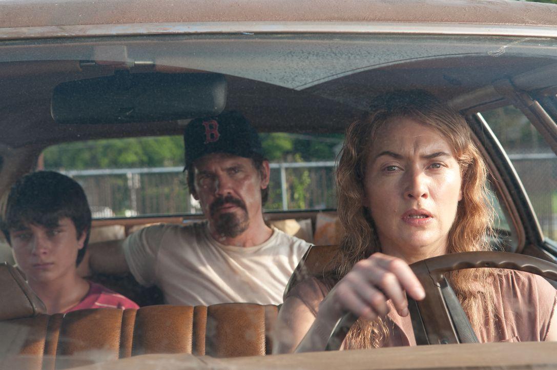 Mit dem Auftauchen des verschlossenen Anhalters Frank (Josh Brolin, M.) kommt endlich wieder etwas Glück in das Leben der depressiven Mutter Adele (... - Bildquelle: 2016 Paramount Pictures. All Rights Reserved.