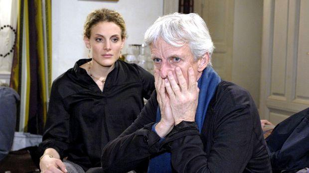 Robert (Mathieu Carrière, r.) ist geschockt über Majas (Barbara Lanz, l.) Erö...
