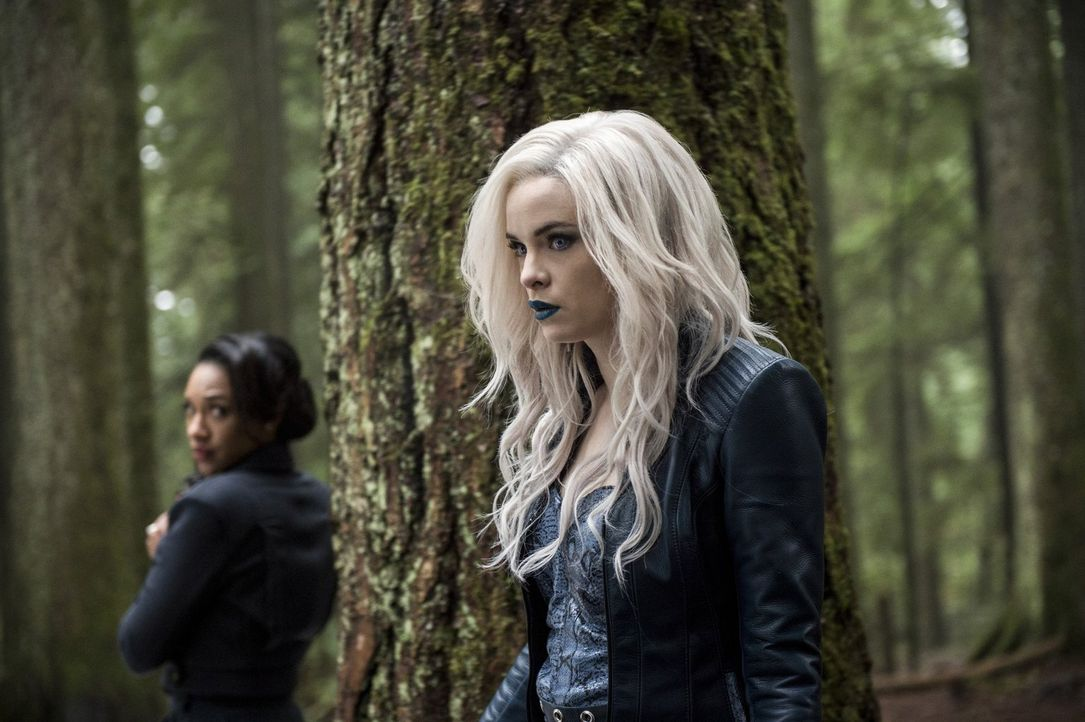 Ist Caitlin alias Killer Frost (Danielle Panabaker, r.) wirklich so kaltherzig und skrupellos wie Iris (Candice Patton, l.) vermutet? - Bildquelle: Warner Bros. Entertainment, Inc.