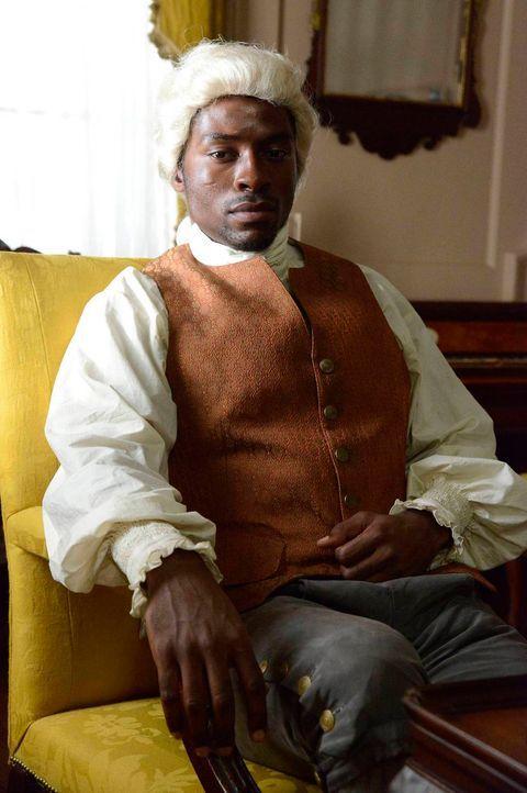 Die Bekanntschaft zu Arthur Bernard (Tongayi Chirisa) liegt schwer auf Ichabods Schultern ... - Bildquelle: 2013 Twentieth Century Fox Film Corporation. All rights reserved.