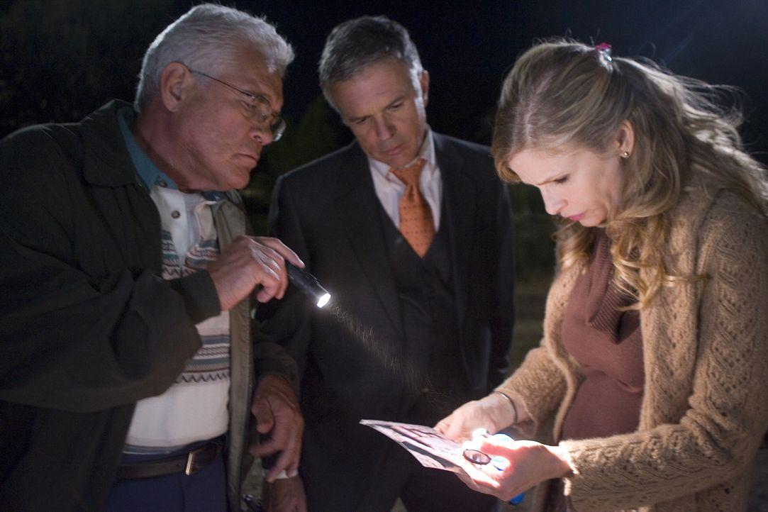 Ermitteln in einem ganz besonderen Fall: Louie (G.W. Bailey, l.), Andy (Tony Denison, M.) und Brenda (Kyra Sedgwick, r.) ... - Bildquelle: Warner Brothers