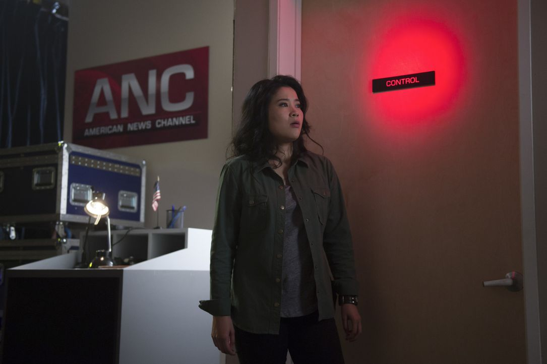 Noch ahnt Happy (Jadyn Wong) nicht, dass ihr neuster Fall schon bald weite, politische Kreise ziehen könnte und ein Arztbesuch einiges auf den Kopf... - Bildquelle: Neil Jacobs 2016 CBS Broadcasting, Inc. All Rights Reserved.