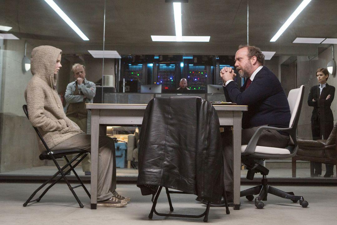 (v.l.n.r.) Morgan (Anya Taylor-Joy); Dr. Simon Ziegler (Toby Jones); Dr. Alan Shapiro (Paul Giamatti); Lee Weathers (Kate Mara) - Bildquelle: 2016 Twentieth Century Fox Film Corporation. All rights reserved.