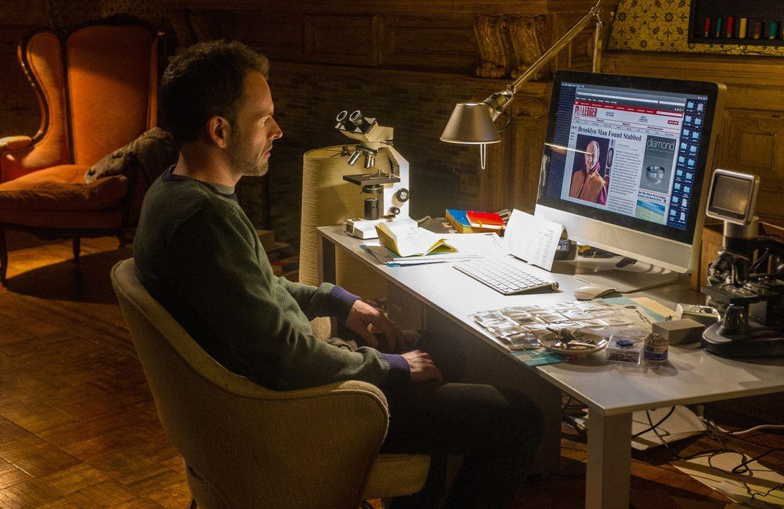 Versucht alles, um einen neuen Fall aufzudecken: Sherlock Holmes (Jonny Lee Miller) ... - Bildquelle: CBS Television