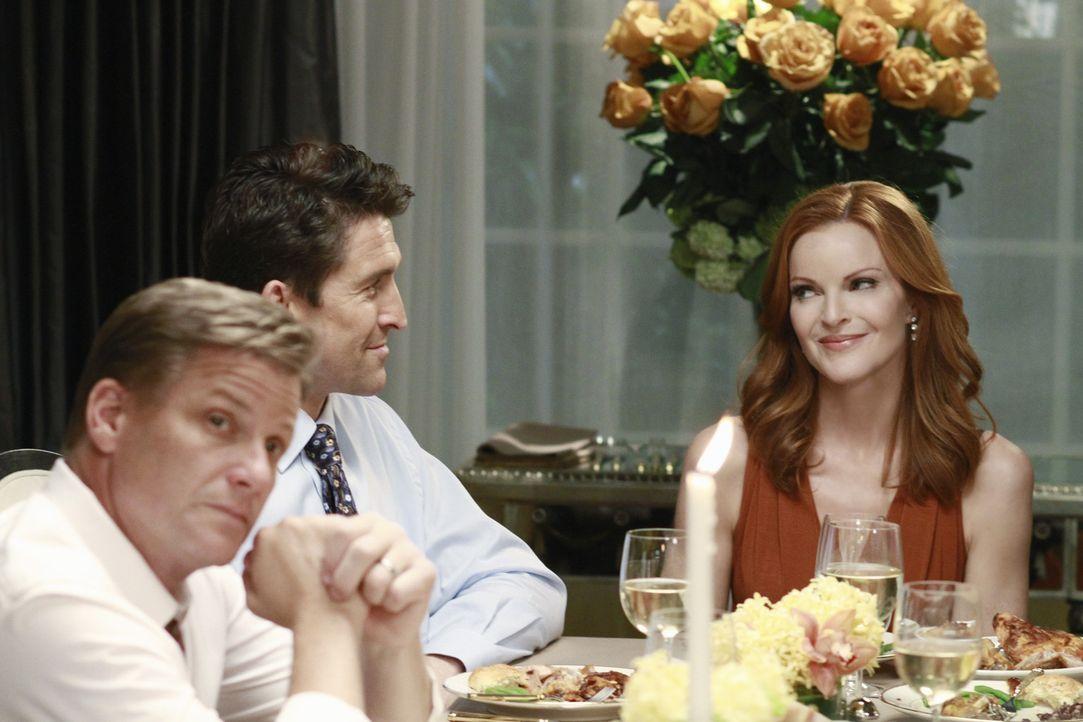 Während Bree (Marcia Cross, r.) beschließt, Chuck (Jonathan Cake, M.) bei dessen Scheidung zu helfen, steht die Zukunft von Lynette und Tom (Doug... - Bildquelle: ABC Studios