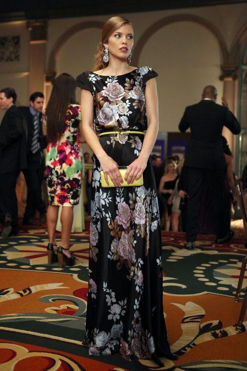 Naomi Clark (AnnaLynne McCord) möchte unter allen Umständen die Mutter ihres neuen Schwarms beeindrucken ... - Bildquelle: TM &   CBS Studios Inc. All Rights Reserved
