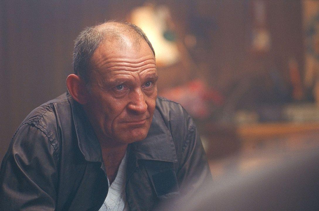 Als Fährmann versorgt Björn (Michael Mendl) die Inselbewohner mit allem Nötigen. Eines Tages landet die aus der Psychiatrie entflohene Claire Castie... - Bildquelle: ProSieben / Wilkins und Klick