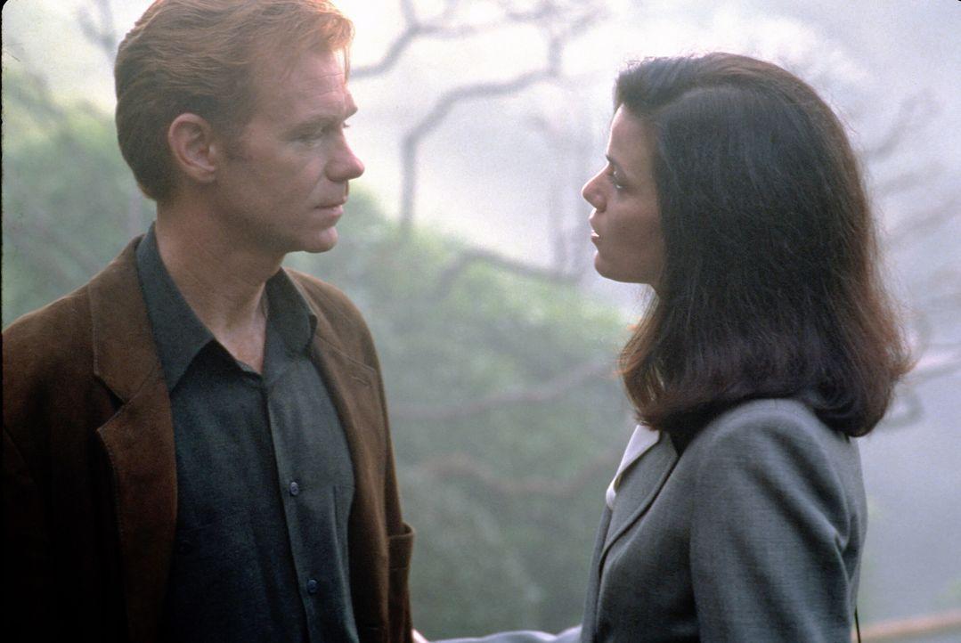 Als David Corelli (David Caruso, l.) die geheimnisvolle Jade ausfindig gemacht hat, wartet auf ihn eine große Überraschung: Jade ist seine Exfreundi... - Bildquelle: Paramount Pictures