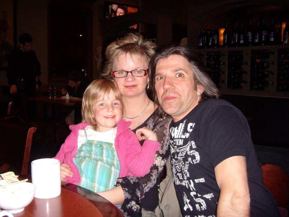 Walter Beseler (49) und Ellen Kruck (38) aus Berlin wandern mit ihren Kindern Lisa (14) und Lindsay (4) nach Kanada aus - Bildquelle: kabel eins