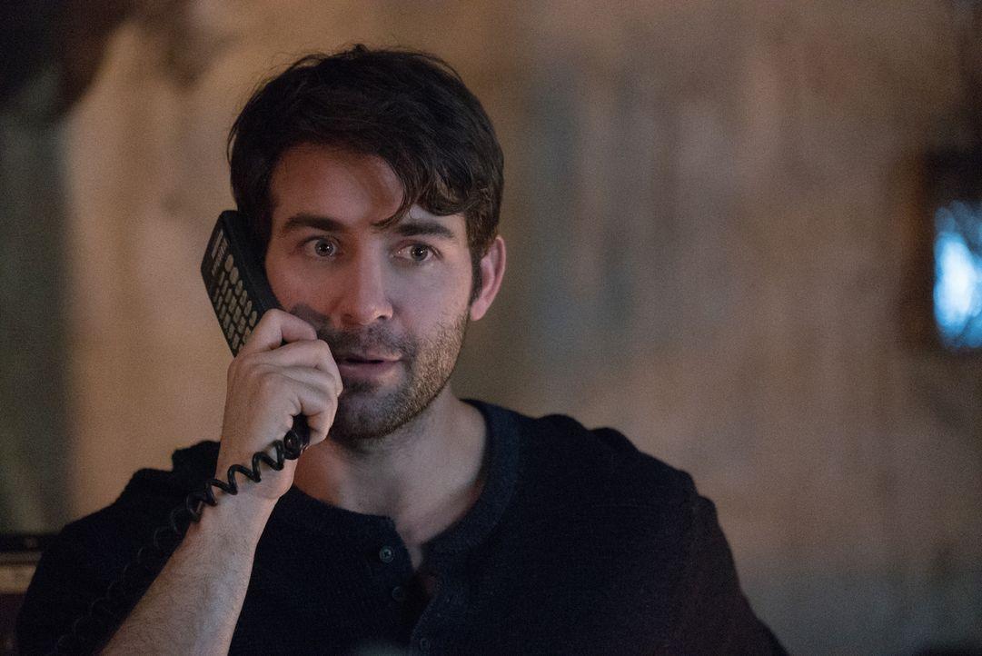Jackson (James Wolk) erfährt von Abraham, dass eine neue Zellprobe eines Hybriden der Schlüssel ist, um die Unfruchtbarkeit zu stoppen ... - Bildquelle: Shane Harvey 2017 CBS Broadcasting, Inc. All Rights Reserved